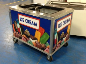 Easy to use and Easy to move mobile ice cream/Yogurt push cart
